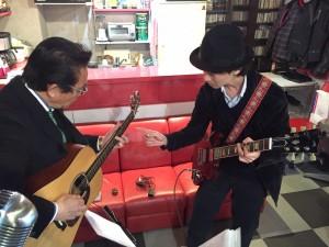 桂川で出張エレキギター教室!