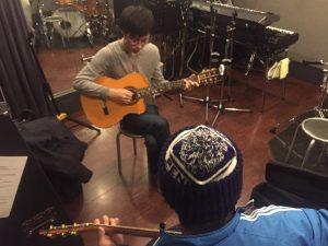 梅田で出張アコースティックギター教室!