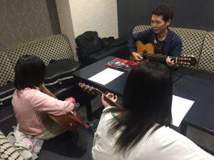 富田で出張アコースティックギター教室!