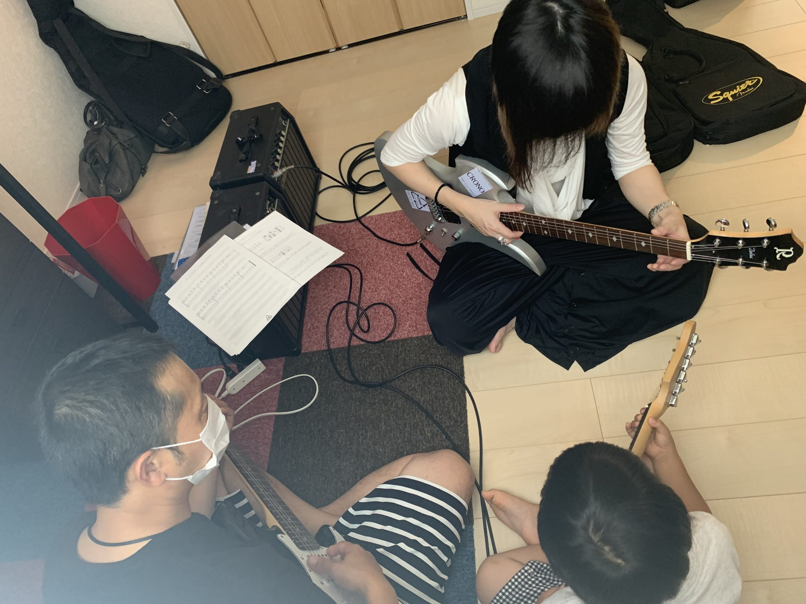 伊丹駅で主張エレキギター教室